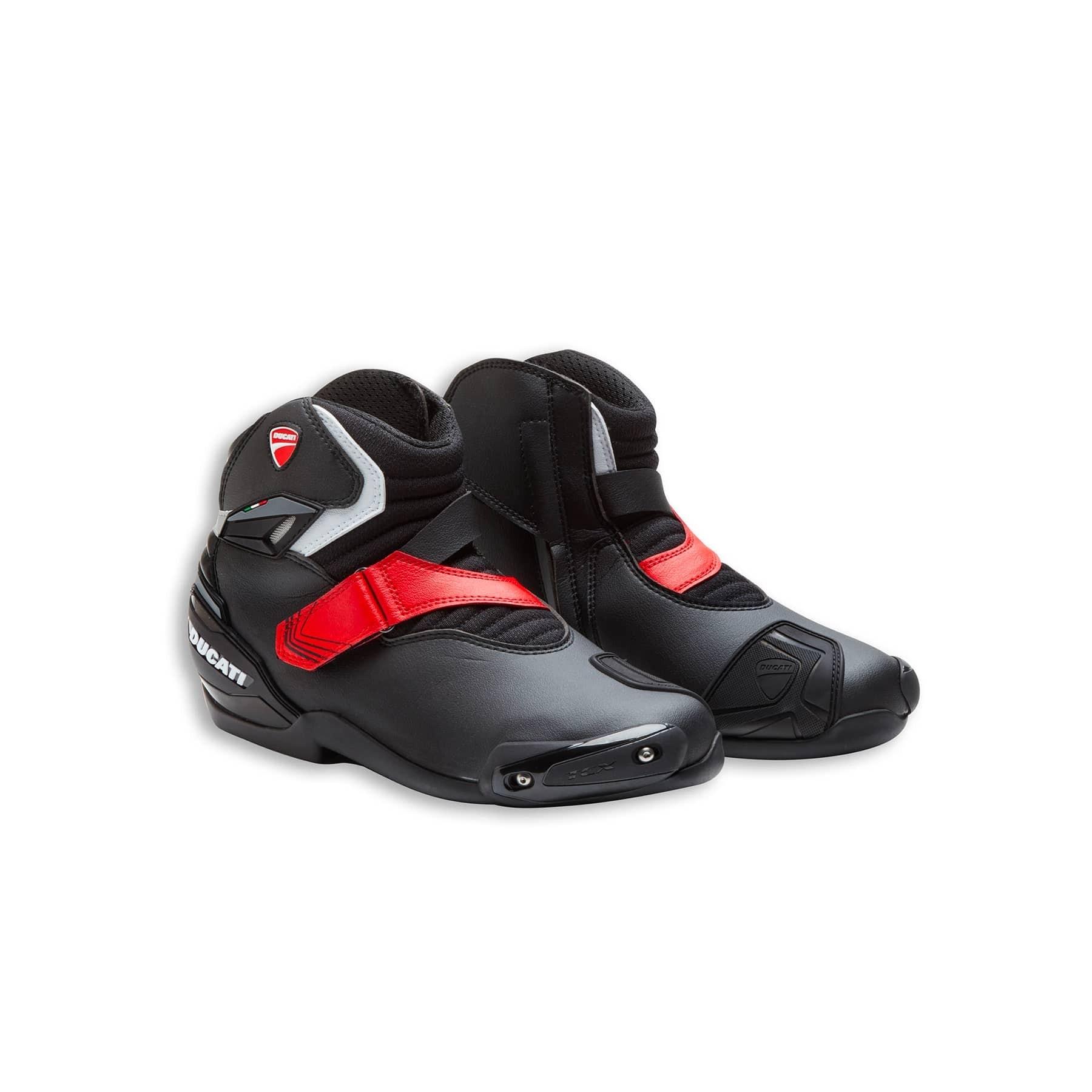 2c931edf0cd90 Technical short boots Theme Ducati