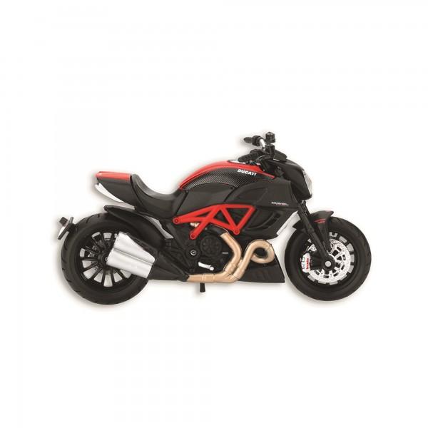 Modèle réduit moto Diavel Carbon   scala 1:18